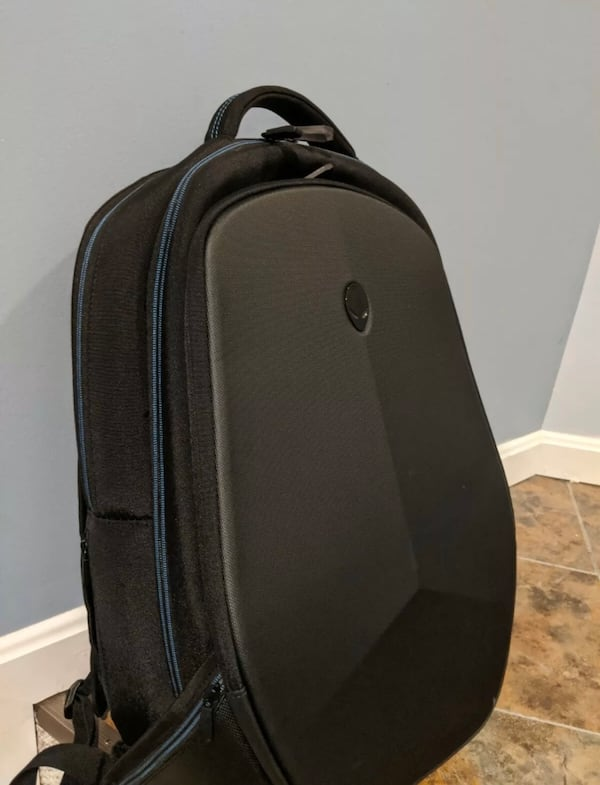 Alienware 17 R4 with Alienware Backpack c15e8855-e104-463c-b022-0d869176ab4a