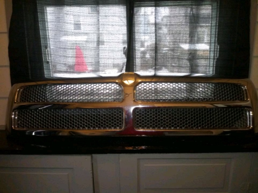 Photo Dodge chrome plated grill