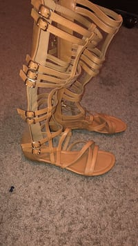 Pair of brown leather gladiator sandals Coalinga, 93210