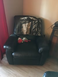 black leather sofa chair with ottoman Thorold, L2E