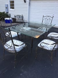 Table and 6 chairs very good condition Centreville, 20120