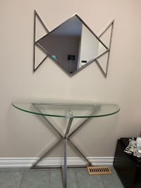 Console table with mirror in very good condition Vaughan, L4H 2J1