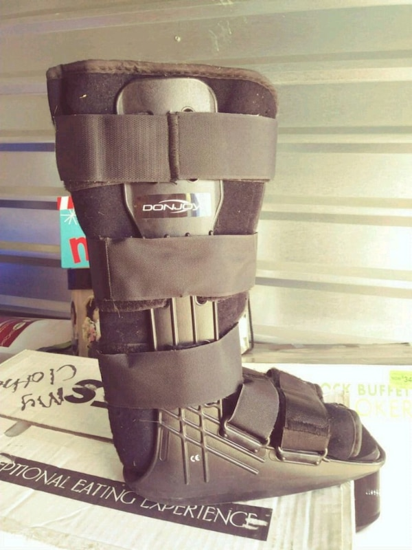 Black medical boot