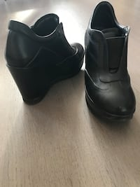 paire de bottines en cuir noir Paris, 75001