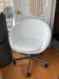 White leather chair Toronto, M1B 6C9