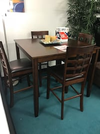 wooden table with four chairs dining set Stafford, 77477