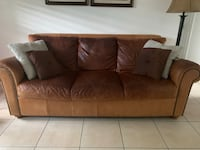 Leather couch Altamonte Springs, 32701