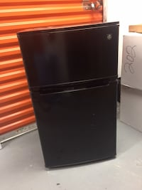 GE 3.1-cu. ft. 2-Door Compact Refrigerator, Black Washington
