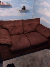 brown love seat North Haven, 06473