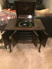 1921 or 1922 VICTROLA RECORD PLAYER CONSOLE Damascus, 20872