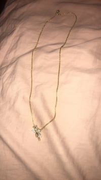 goldchain link necklace with cross pendant Oxon Hill, 20745