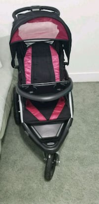 baby's black and pink jogging stroller Miami, 33177