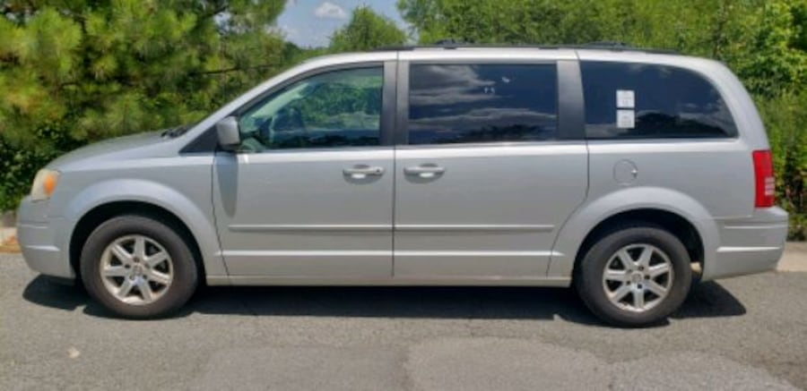 2008 - Chrysler - Town and Country e0172885-91ae-4672-84c5-be3502a8c7f5