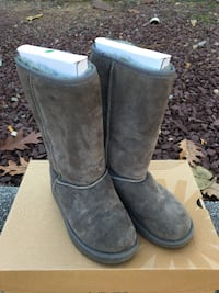 Ugg Classic Tall Gray Suede Winter Boot Size U.S. 5 (Size 7 Women's) Livingston
