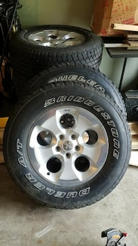 5 piece Wheel and Tire Combo