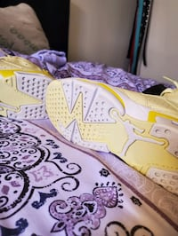 Jordans size 7 yellow and white