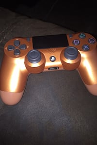 PS4 plus controller  Stafford, 77477