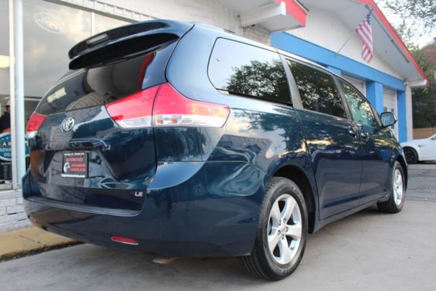 2011 Toyota Sienna for sale 2