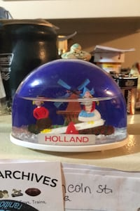 Vintage Holland snow globe