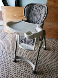 High chair Vaughan, L4L 8Y3