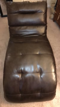 Brown leather chaise.. like new .  than 6 months old Owings Mills, 21117