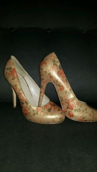 pair of beige-and-multicolored floral leather pumps