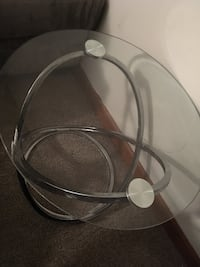 2 matching glass end tables  Maple Heights, 44137