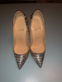 Christian louboutin size 36.5 in a good condition. Richmond Hill, L4C 6Y9