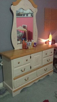 Bed set and dressers London, N6J 4X1