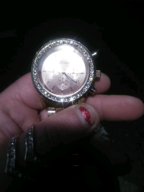 Guess womans watch 60e6d884-7319-4d20-871c-88288dc9ba9d