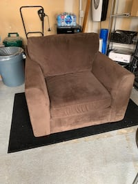 Chesterfield single chair. 40 inches wide x 31 inches tall Vaughan, L4J 0C2