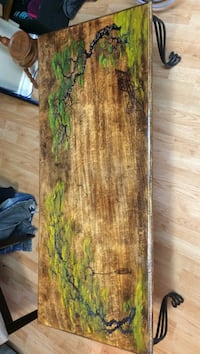Coffee table/ decorative table. London, N6G 1W4
