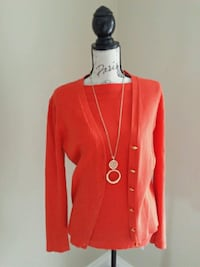 Orange top with Carrigan and gold necklace size L