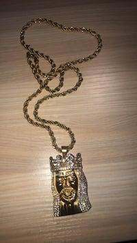 Gold face chain