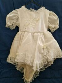 girl's white lace puff-sleeved dress