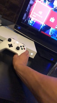 white Xbox One console with controller Fontana, 92335