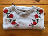Gray and red floral sweater Saint-Lambert, J4P 3E4