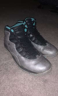 Lady liberty 10s 8/10 comes with box size 11 Pickering, L1V 7C5