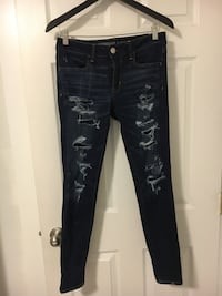 AE ripped jegging size 6 Port Moody, V3H 1P6