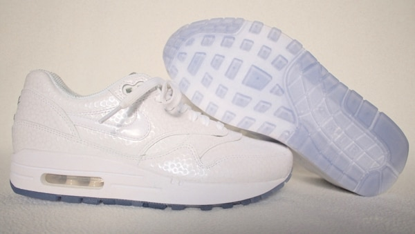 uk availability 25df7 77d15 NIKE Air Max 1 Premium Women s Size 6