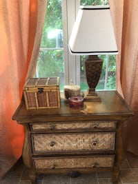Endtable wood and wicker safari style