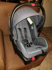 Graco Grey and black car seat carrier