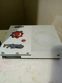 white Xbox One console with controller Elizabeth, 07202