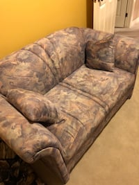 Couch for sale  Hamilton