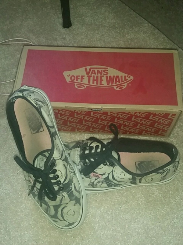 Vans Female Black And White Rose Shoes Size 9