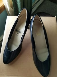 Black 9.2.5 So Soft heels size 8 1/2 Milton, 17847