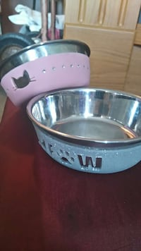 2 adorable cat food & water dishes hardly used Burnaby, V5A 3R3