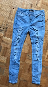 light wash ripped jeans size 5 Toronto, M2R 3C8