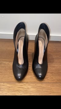 Gianvito Rossi black heels   Hampstead, H3X 3E3