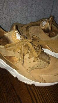 Pair of brown nike huarache shoes New Caney, 77357